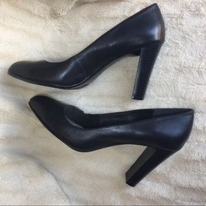"DANA BACHMAN ""Ainsley"" Black Pumps"